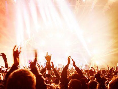 Photographie d'une foule lors d'un événement